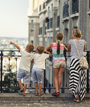 family-montmartre-paris-vacation