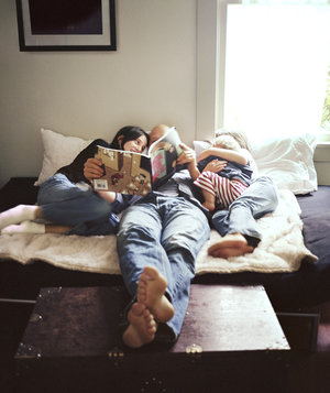 family-reading-bed
