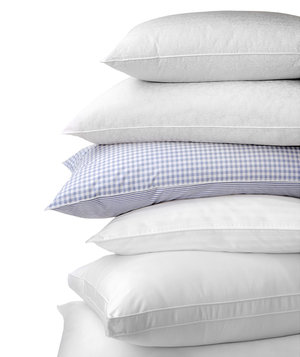 stack-fluffy-pillows