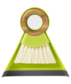 tiny-team-mini-brush-dustpan-set