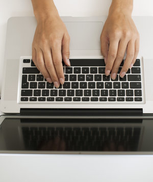 hands-typing-keyboard