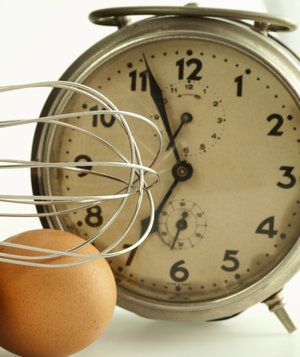 clock-with-eggs-whisk