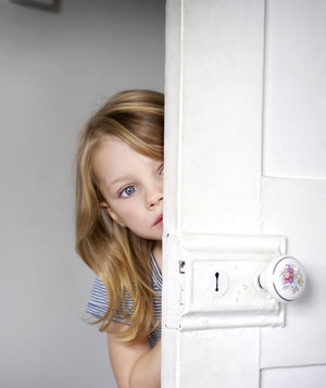 girl-peeking-door