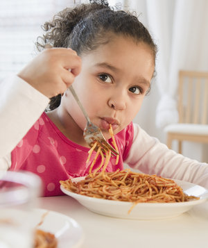 girl-dinner-spaghetti