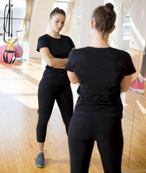 woman-mirror-gym