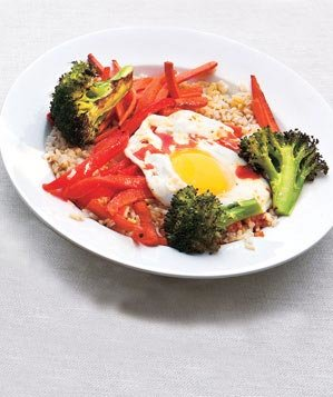 asian-rice-vegetable-bowl-chili-sauce