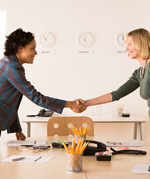 business-women-shake-hands