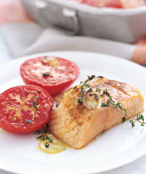 garlicky-broiled-salmon-tomatoes-recipe