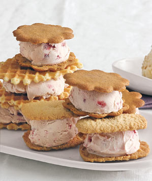 strawberry-ice-cream-sandwiches