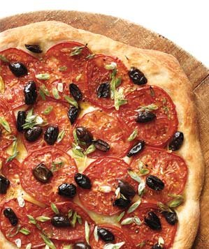 tomato-olive-scallion-pizza-0