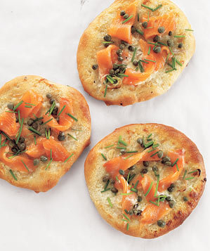 smoked-salmon-pizzettes