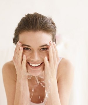 woman-washing-face