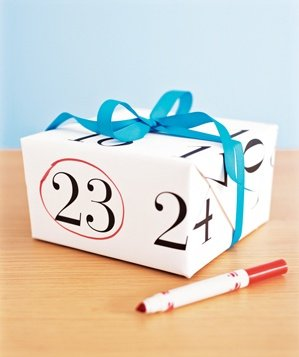 calendar-wrapping-paper