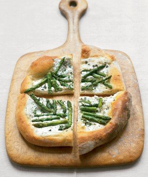 goat-cheese-asparagus-pizza