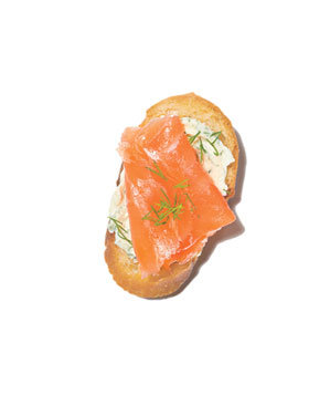 smoked-salmon-crostini