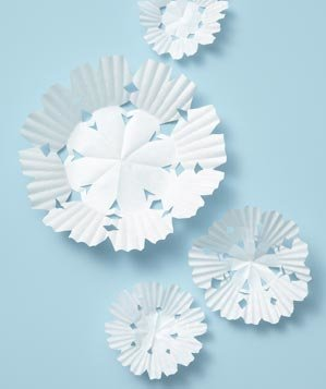 cupcake-liner-decorative-snowflakes