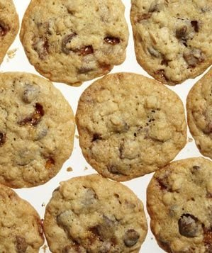 toffee-oat-chocolate-chip-cookies