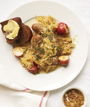 sausages-sauerkraut-potatoes