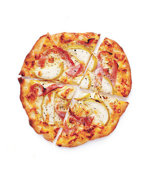 ham-cheddar-apple-pizzas