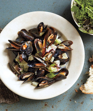 Mussels With Fennel and Wine Recipe | Real Simple