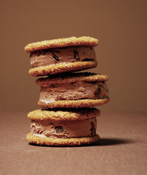 molasses-ginger-chocolate-ice-cream-sandwiches