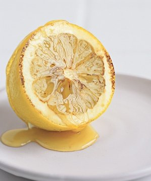 lemon-used-to-relieve-a-sore-throat