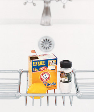 baking-soda-used-to-clean-tub-stains