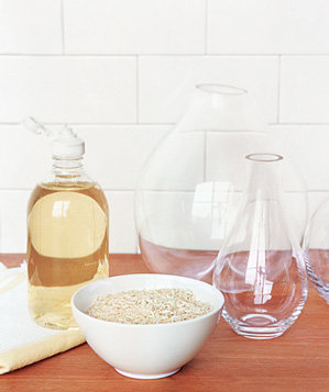 rice-used-to-clean-vase