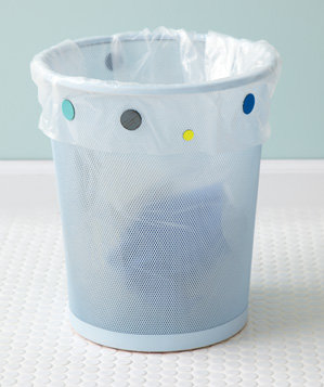 magnets-used-to-hold-garbage-bag-in-palce
