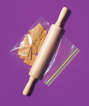 zippered-plastic-bag-used-to-crush-graham-crackers