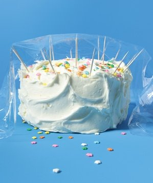 toothpick-used-to-protect-cake