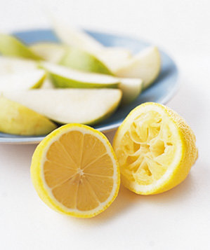 Lemon used to stop apples and pears from browning