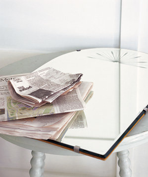 news-paper-used-to-clean-mirror