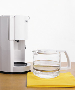 vinegar-used-to-clean-coffeemaker