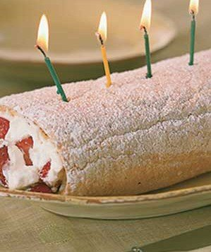 strawberry-long-cake-roll