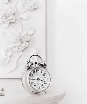 alarm-clock-white-room