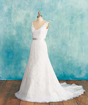 If you re apple shaped wedding dresses how to choose for Wedding dresses for apple shaped brides