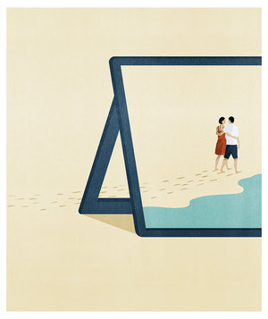 tablet-couple-walking-beach