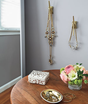 jewelry-organized-neatly