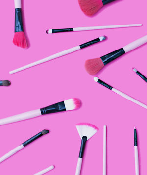 makeup-brushes-pink