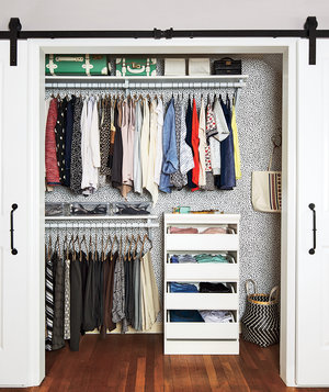 organized-closet-with-clothes