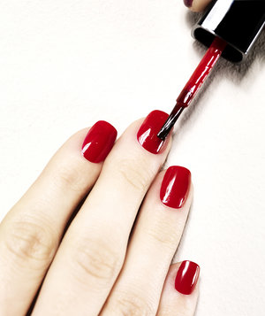 painting-nails-red-polish