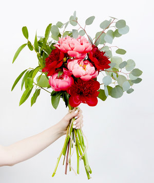 hand bouquet peonies - How To Cut Peonies