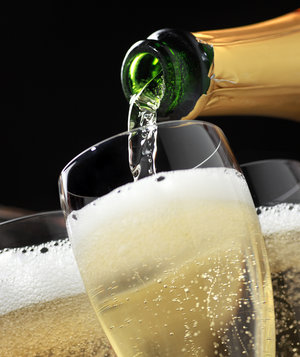pouring-sparkling-wine