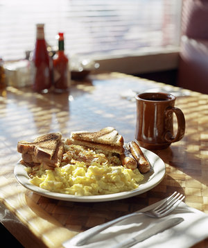 scrambled-eggs-sausages-hashbrown-toast-coffee