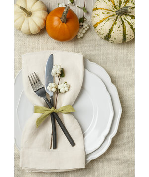 thanksgiving-place-setting-mini-pumpkins