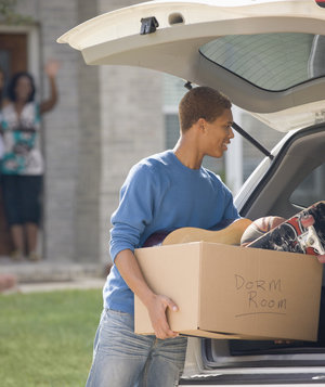 teen-moving-college