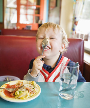 toddler-restaurant-spoon