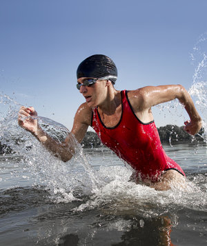 triathlete-running-water