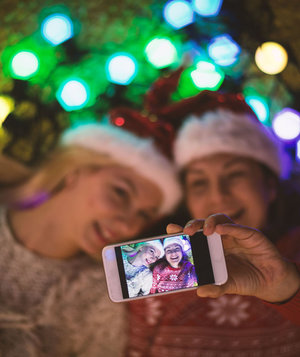 two-girls-taking-holiday-selfie-with-smart-phone